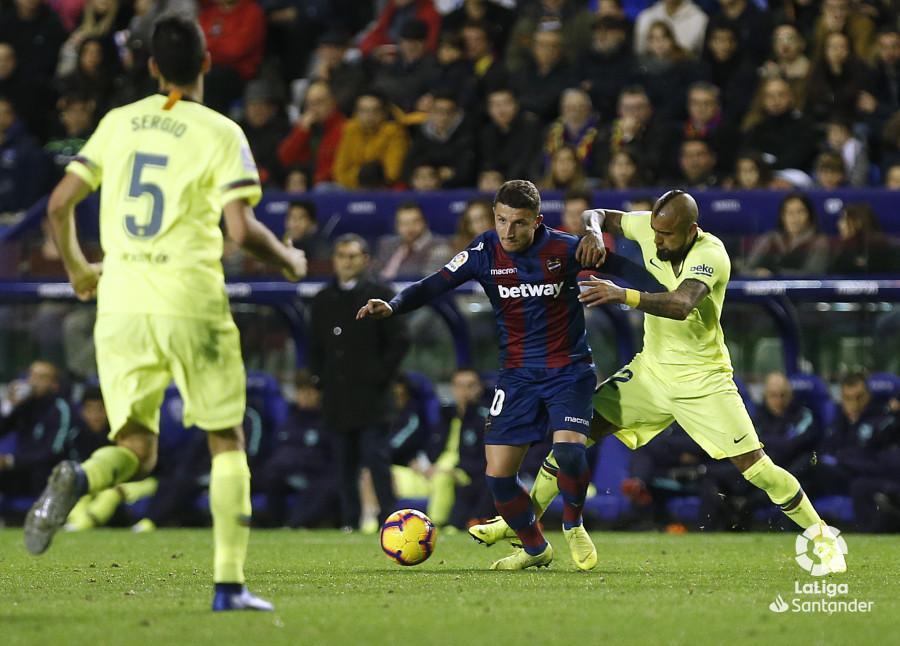 صور مباراة : ليفانتي - برشلونة 0-5 ( 16-12-2018 )  W_900x700_16220421_ap_3629