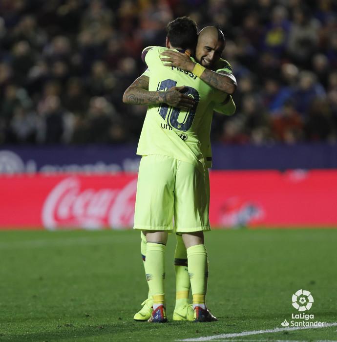 صور مباراة : ليفانتي - برشلونة 0-5 ( 16-12-2018 )  W_900x700_16220529levante-bar-a48