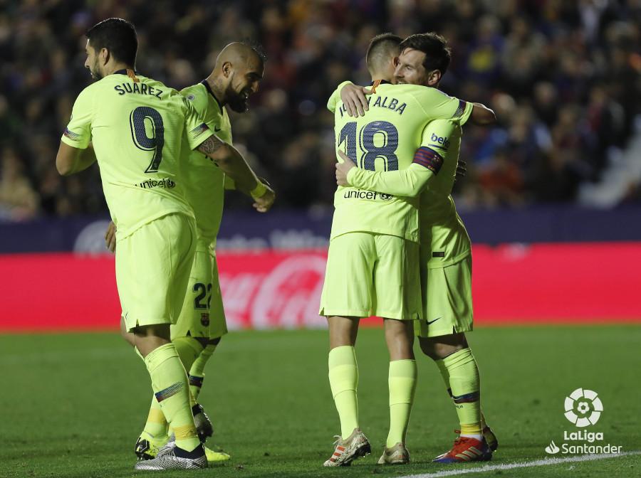 صور مباراة : ليفانتي - برشلونة 0-5 ( 16-12-2018 )  W_900x700_16220531levante-bar-a49