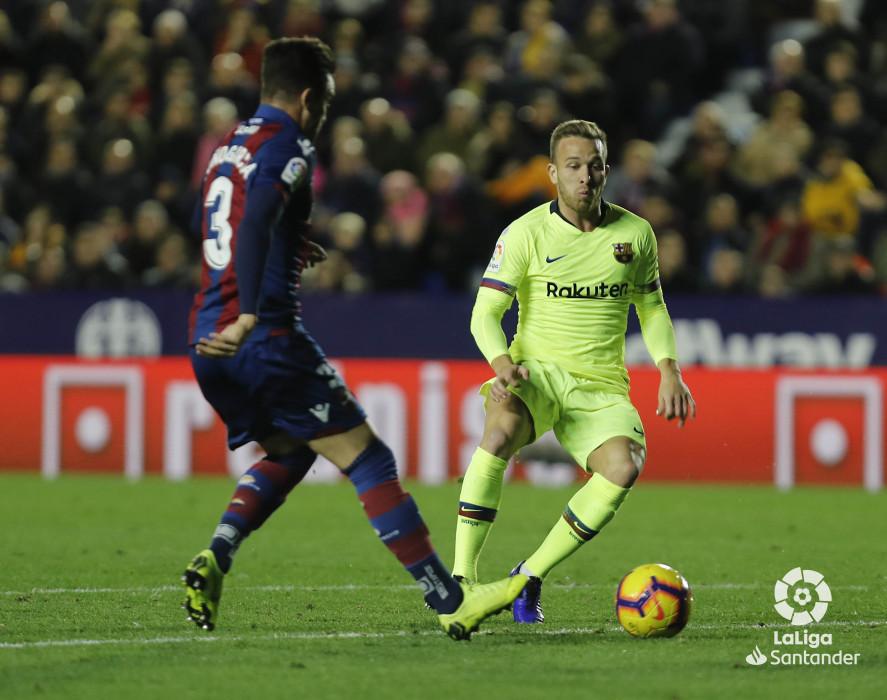 صور مباراة : ليفانتي - برشلونة 0-5 ( 16-12-2018 )  W_900x700_16221324levante-bar-a51