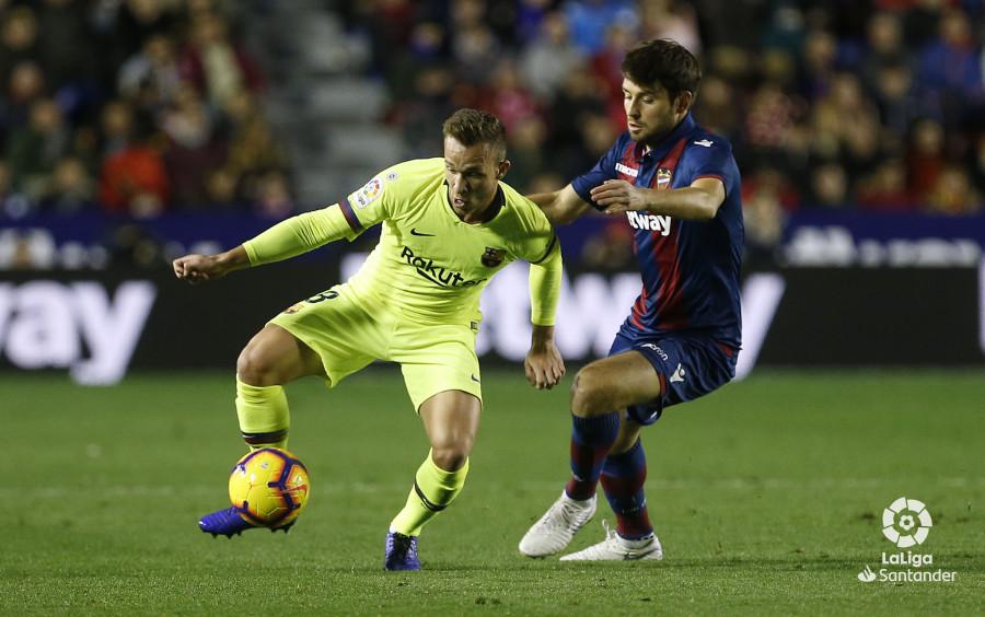 صور مباراة : ليفانتي - برشلونة 0-5 ( 16-12-2018 )  W_900x700_16222103_ap_3683