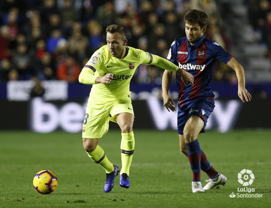 صور مباراة : ليفانتي - برشلونة 0-5 ( 16-12-2018 )  W_900x700_16222106_ap_3691