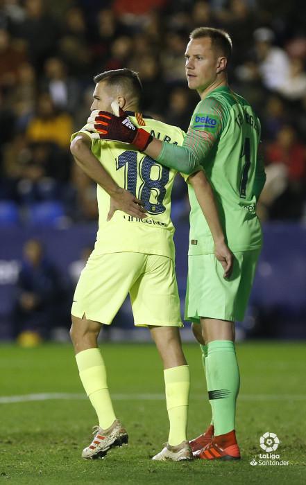 صور مباراة : ليفانتي - برشلونة 0-5 ( 16-12-2018 )  W_900x700_16222459_ap_3743