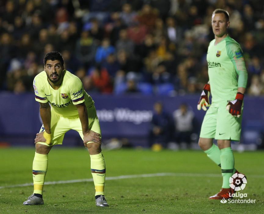 صور مباراة : ليفانتي - برشلونة 0-5 ( 16-12-2018 )  W_900x700_16222501_ap_3749
