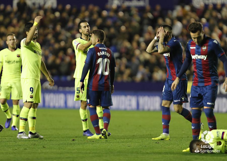صور مباراة : ليفانتي - برشلونة 0-5 ( 16-12-2018 )  W_900x700_16223144levante-bar-a58