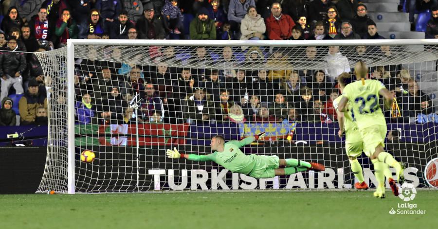 صور مباراة : ليفانتي - برشلونة 0-5 ( 16-12-2018 )  W_900x700_16223147levante-bar-a59