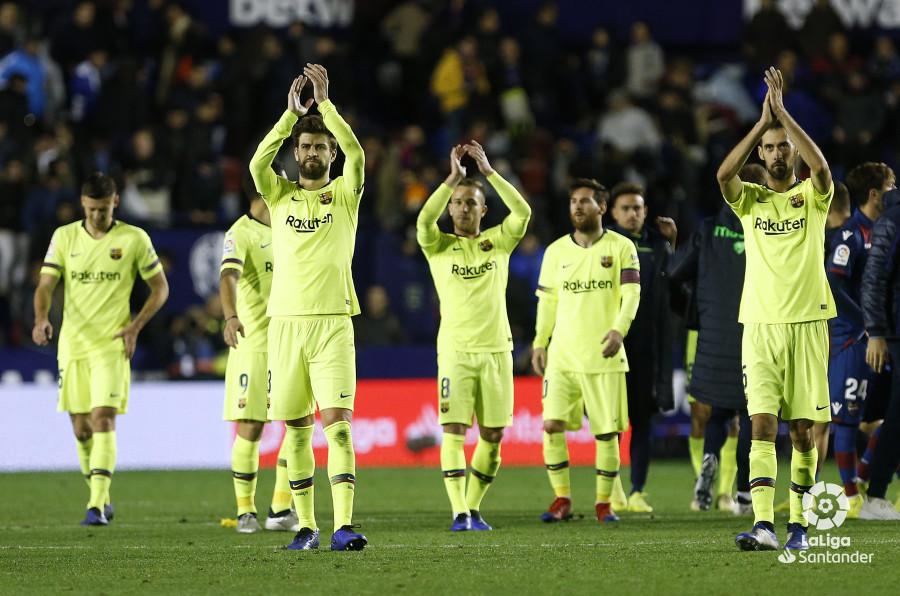 صور مباراة : ليفانتي - برشلونة 0-5 ( 16-12-2018 )  W_900x700_16223929_ap_3838