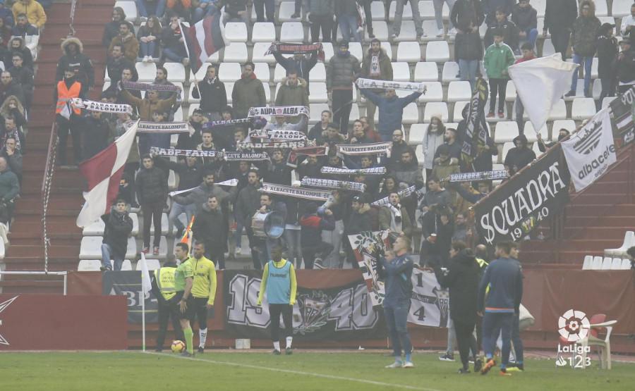 Aficionados del Albacete en las gradas del Carlos Belmonte (Foto: LaLiga).