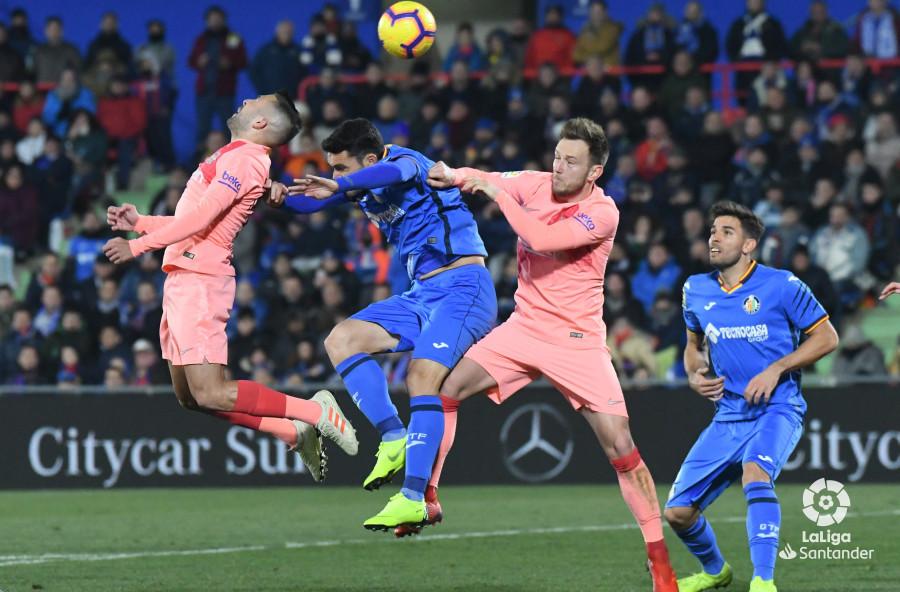 صور مباراة : خيتافي - برشلونة 1-2 ( 06-01-2019 ) W_900x700_06221024dsc_1062