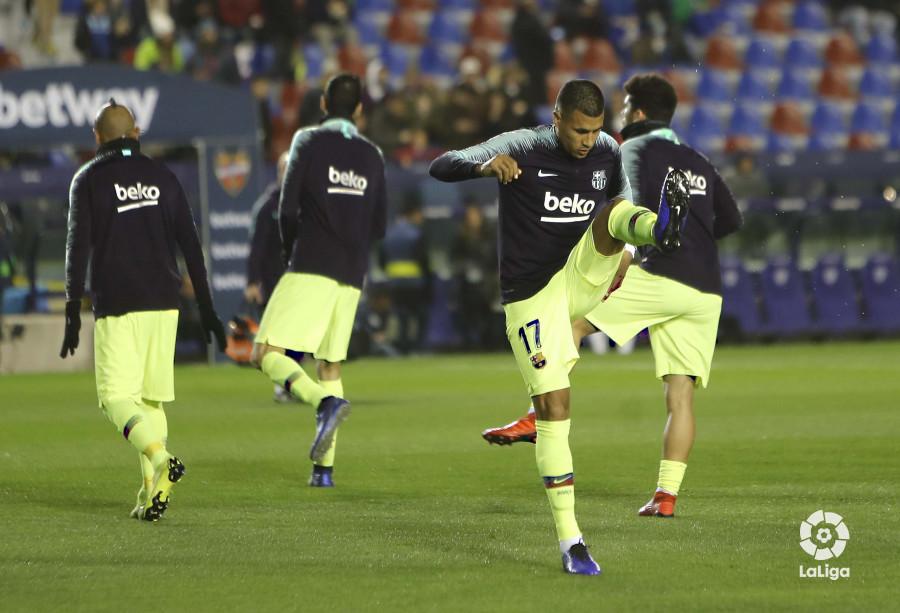 صور مباراة : ليفانتي - برشلونة 2-1 ( 10-01-2019 ) W_900x700_10211427levante-bar-acopa04