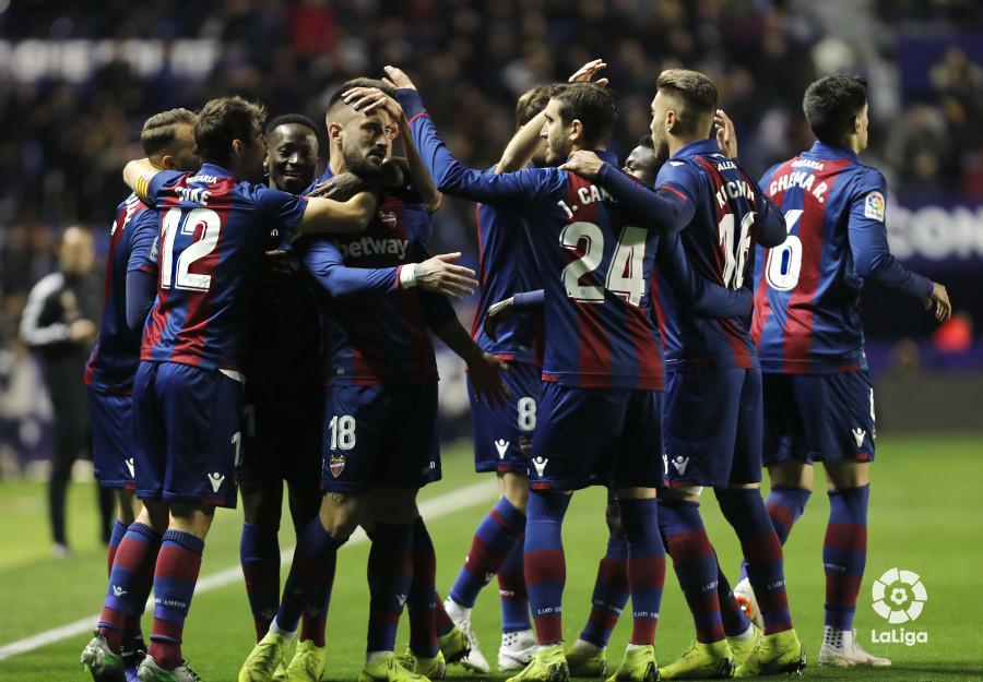 صور مباراة : ليفانتي - برشلونة 2-1 ( 10-01-2019 ) W_900x700_10213548levante-bar-acopa07