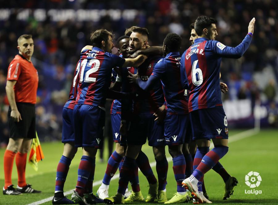 صور مباراة : ليفانتي - برشلونة 2-1 ( 10-01-2019 ) W_900x700_10213552levante-bar-acopa08