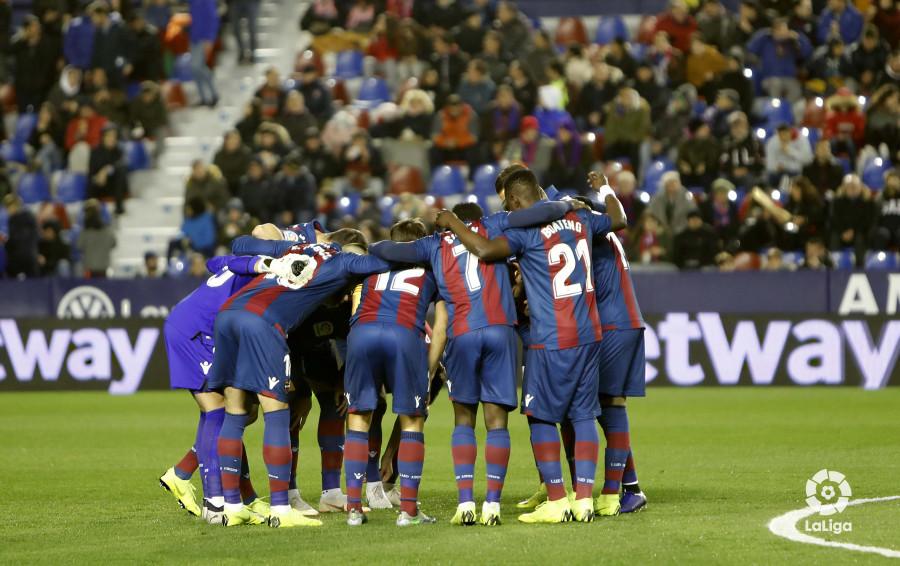 صور مباراة : ليفانتي - برشلونة 2-1 ( 10-01-2019 ) W_900x700_10214154levante-bar-acopa11