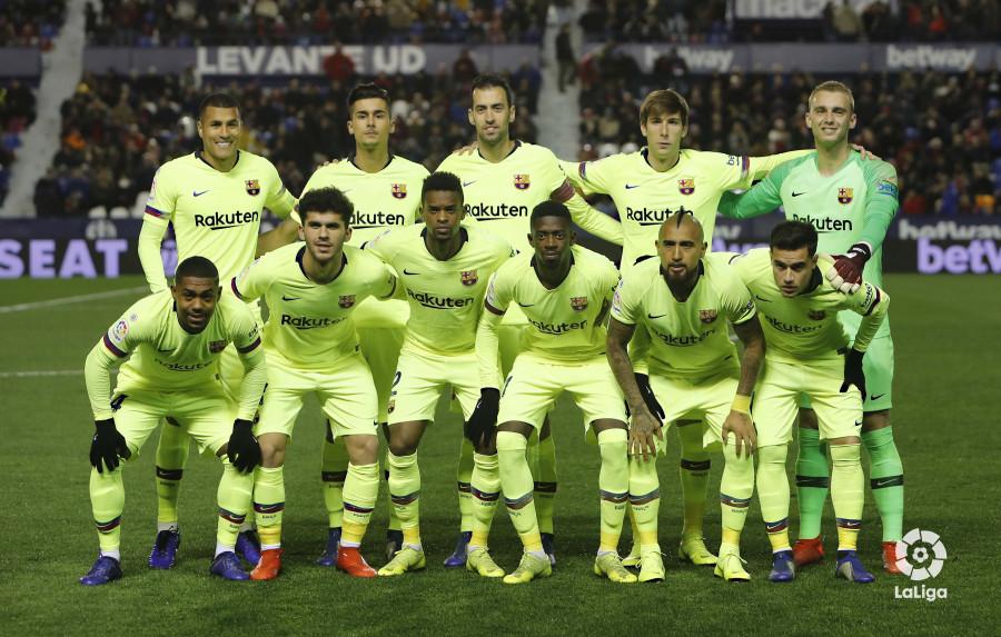 صور مباراة : ليفانتي - برشلونة 2-1 ( 10-01-2019 ) W_900x700_10214201levante-bar-acopa13