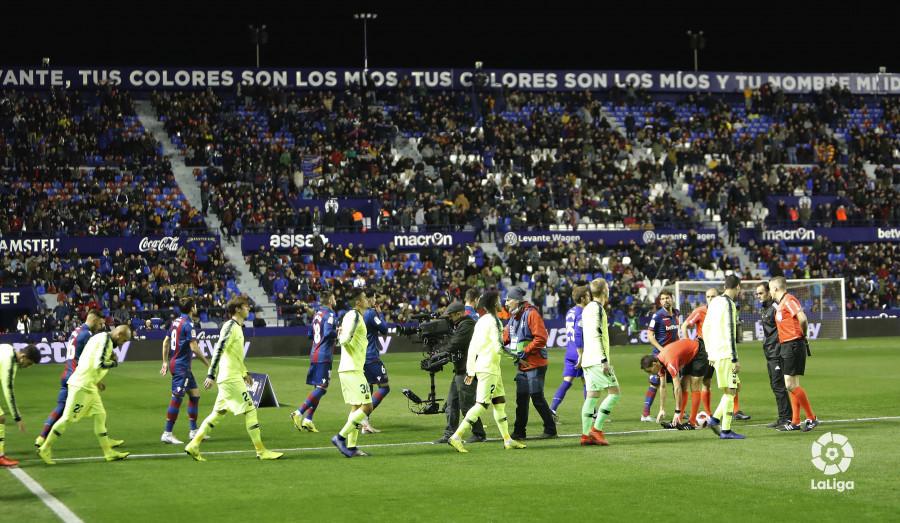 صور مباراة : ليفانتي - برشلونة 2-1 ( 10-01-2019 ) W_900x700_10214206levante-bar-acopa14