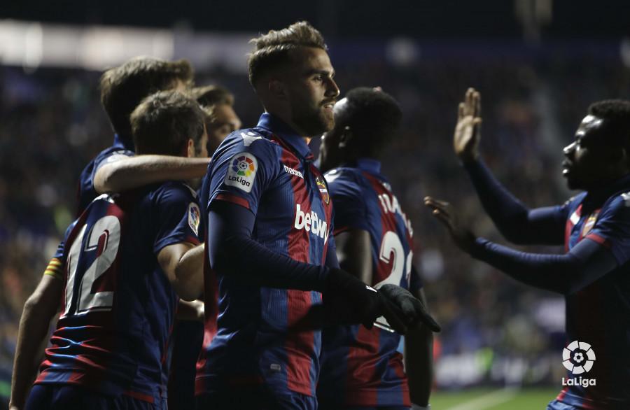 صور مباراة : ليفانتي - برشلونة 2-1 ( 10-01-2019 ) W_900x700_10215249levante-bar-acopa15