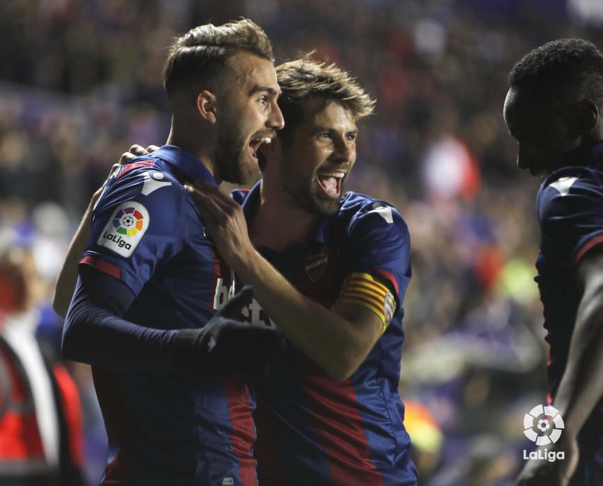صور مباراة : ليفانتي - برشلونة 2-1 ( 10-01-2019 ) W_900x700_10215256levante-bar-acopa16