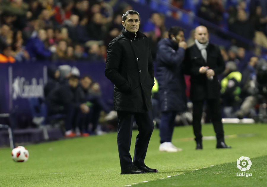صور مباراة : ليفانتي - برشلونة 2-1 ( 10-01-2019 ) W_900x700_10220325levante-bar-acopa20