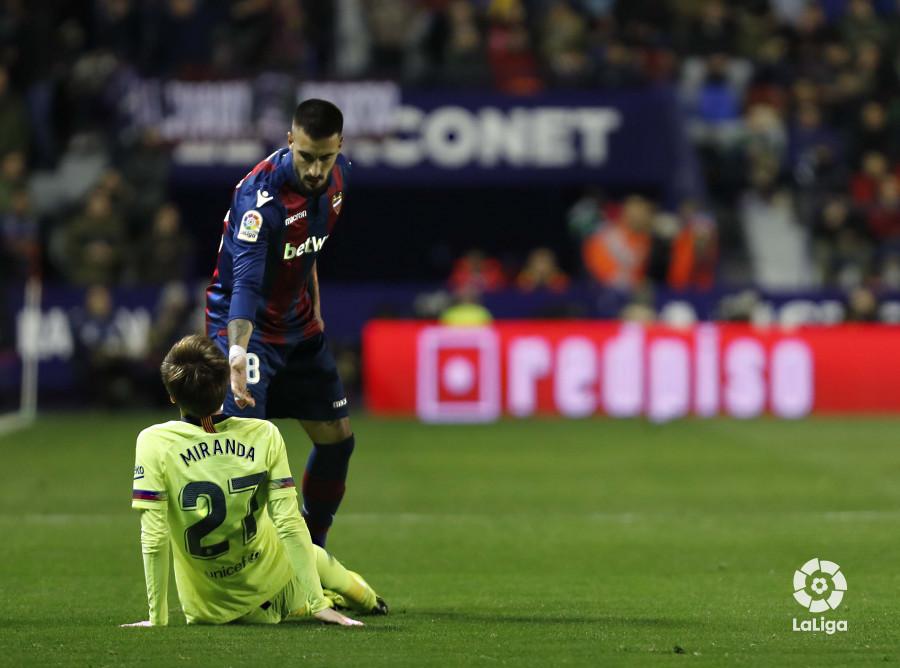 صور مباراة : ليفانتي - برشلونة 2-1 ( 10-01-2019 ) W_900x700_10221317levante-bar-acopa25