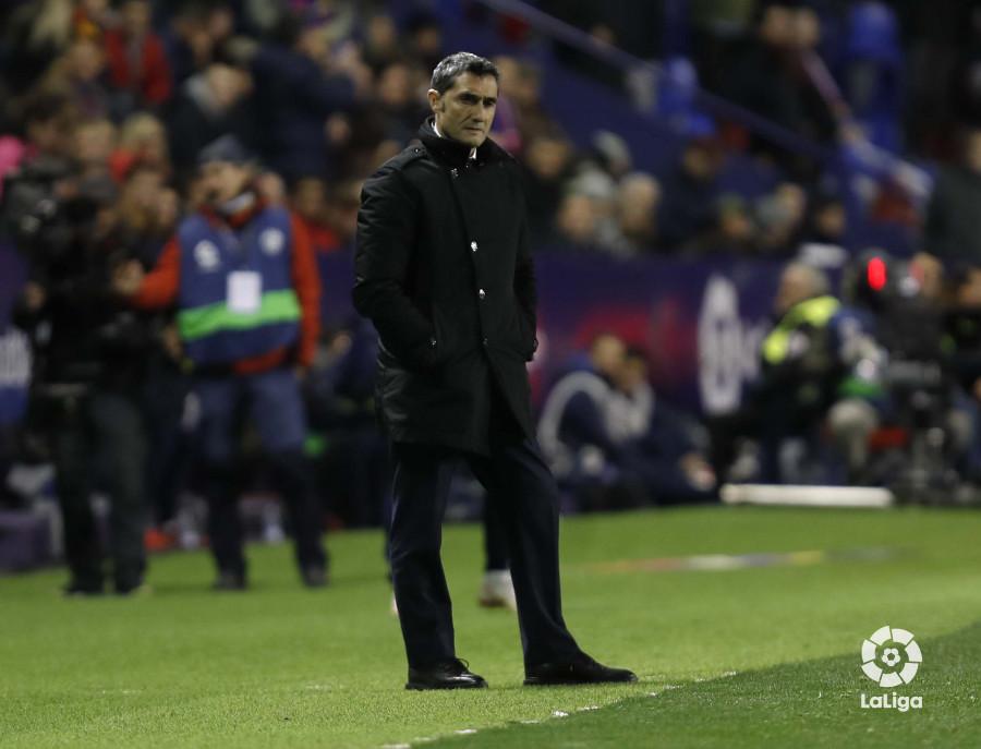 صور مباراة : ليفانتي - برشلونة 2-1 ( 10-01-2019 ) W_900x700_10222543levante-bar-acopa28