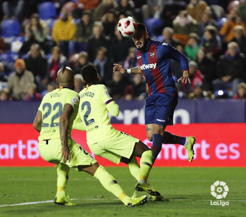 صور مباراة : ليفانتي - برشلونة 2-1 ( 10-01-2019 ) W_900x700_10222548levante-bar-acopa30