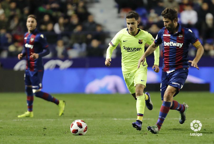 صور مباراة : ليفانتي - برشلونة 2-1 ( 10-01-2019 ) W_900x700_10222554levante-bar-acopa32
