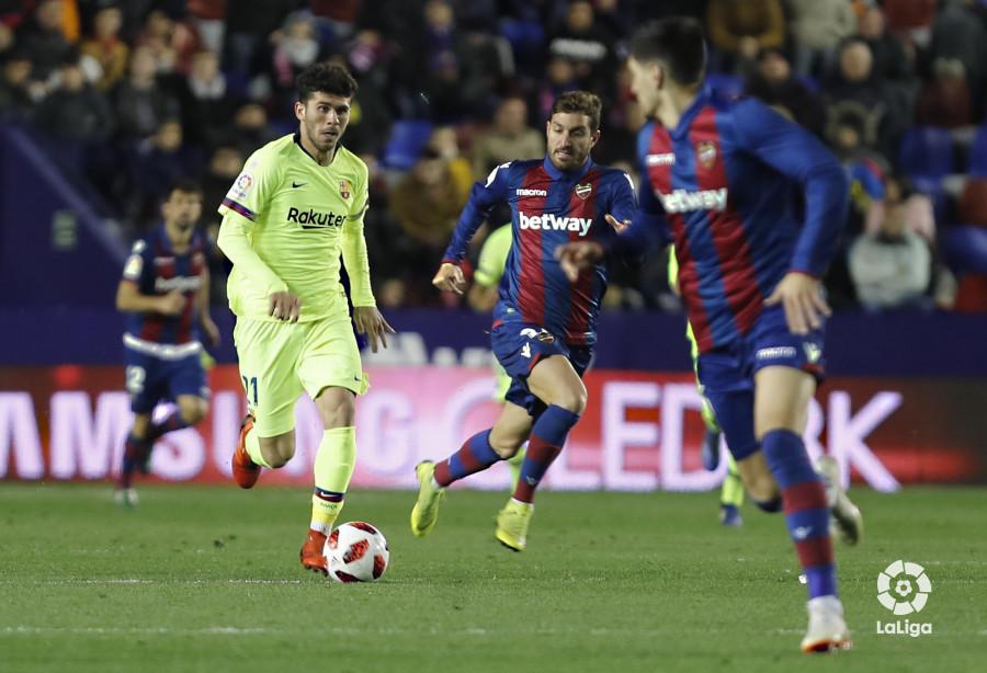 صور مباراة : ليفانتي - برشلونة 2-1 ( 10-01-2019 ) W_900x700_10224605levante-bar-acopa38