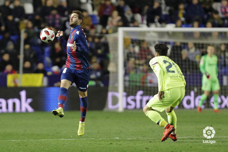 صور مباراة : ليفانتي - برشلونة 2-1 ( 10-01-2019 ) W_900x700_10224607levante-bar-acopa39