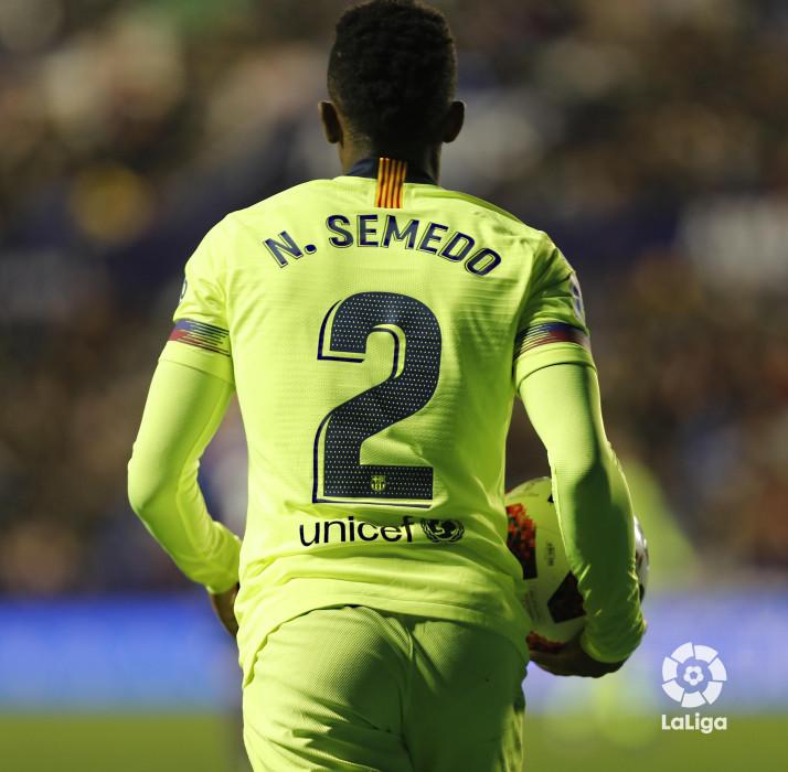 صور مباراة : ليفانتي - برشلونة 2-1 ( 10-01-2019 ) W_900x700_10225734levante-bar-acopa40