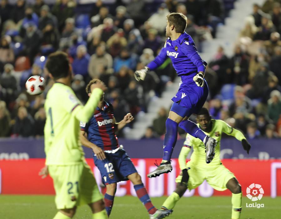 صور مباراة : ليفانتي - برشلونة 2-1 ( 10-01-2019 ) W_900x700_10225747levante-bar-acopa44