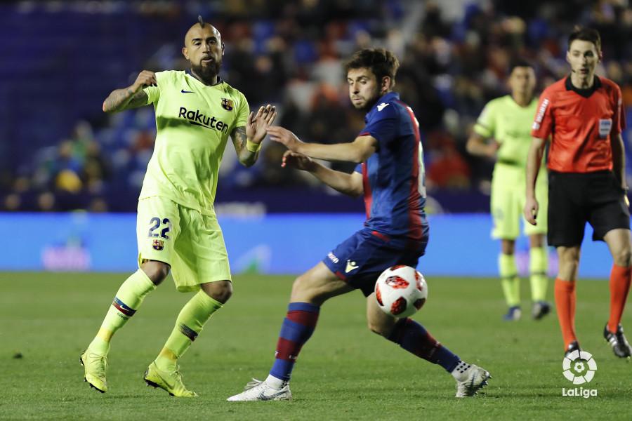 صور مباراة : ليفانتي - برشلونة 2-1 ( 10-01-2019 ) W_900x700_10225752levante-bar-acopa46