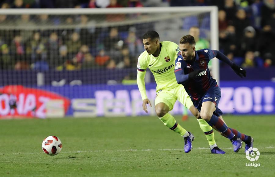 صور مباراة : ليفانتي - برشلونة 2-1 ( 10-01-2019 ) W_900x700_10230947levante-bar-acopa49