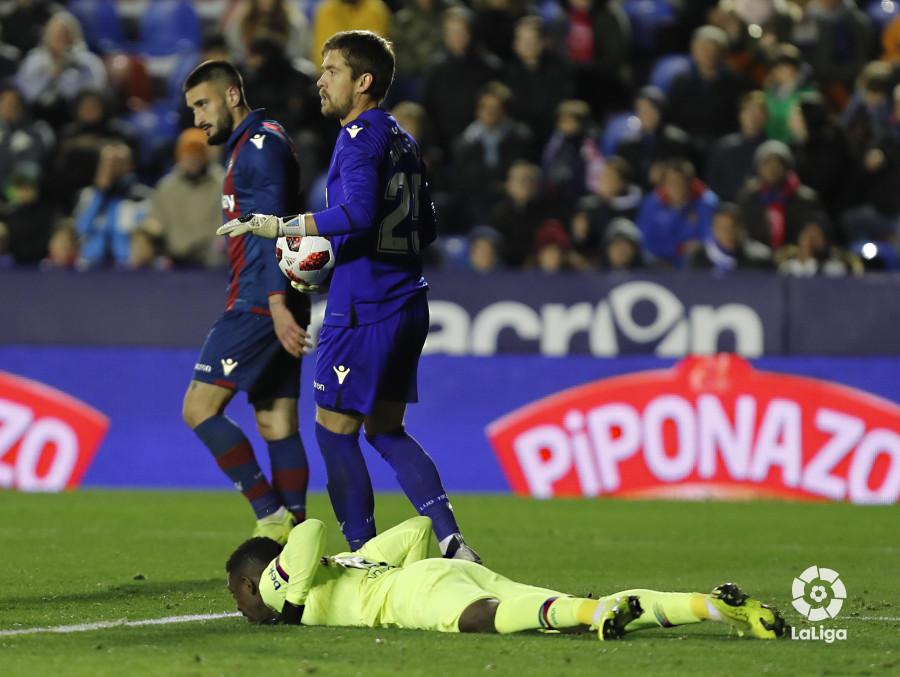 صور مباراة : ليفانتي - برشلونة 2-1 ( 10-01-2019 ) W_900x700_10230949levante-bar-acopa50