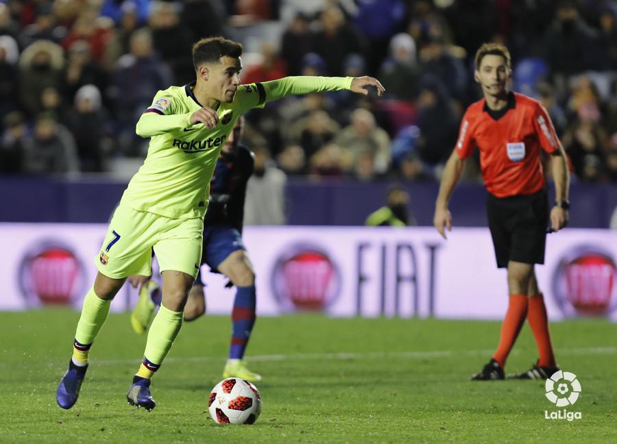 صور مباراة : ليفانتي - برشلونة 2-1 ( 10-01-2019 ) W_900x700_10231815levante-bar-acopa52
