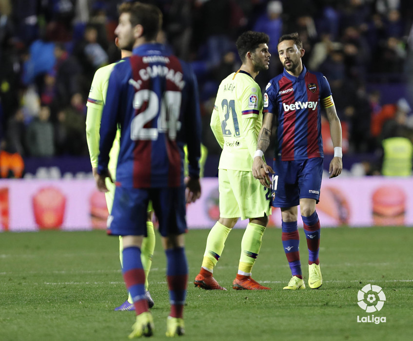 صور مباراة : ليفانتي - برشلونة 2-1 ( 10-01-2019 ) W_900x700_10232546levante-bar-acopa54
