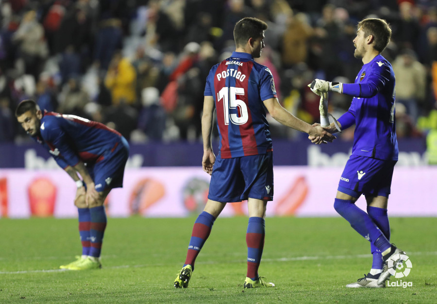 صور مباراة : ليفانتي - برشلونة 2-1 ( 10-01-2019 ) W_900x700_10232548levante-bar-acopa55