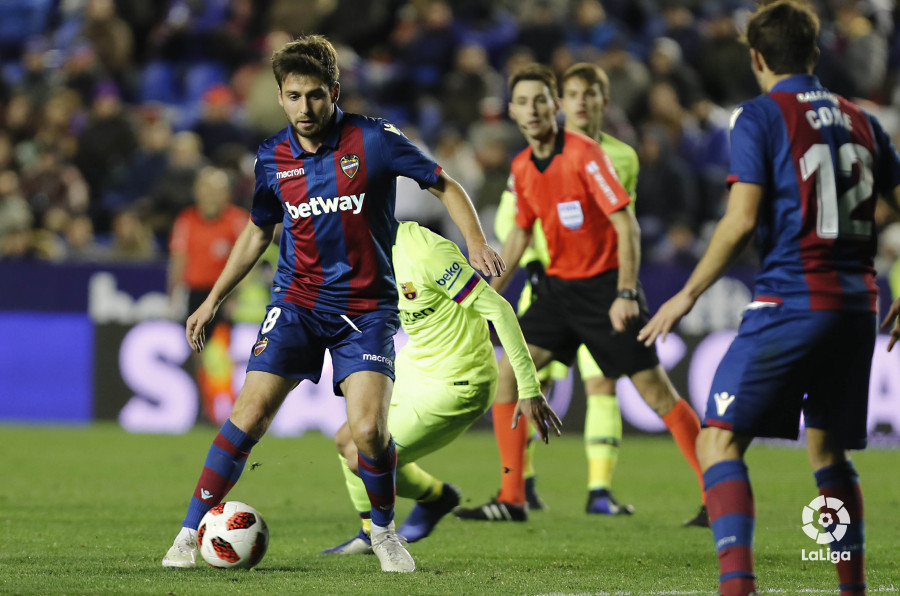 صور مباراة : ليفانتي - برشلونة 2-1 ( 10-01-2019 ) W_900x700_10232551levante-bar-acopa56