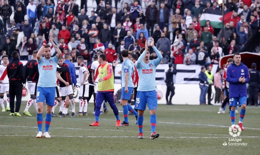 Los jugadores del Atleti, agradeciendo el apoyo de la afición (Foto: LaLiga).