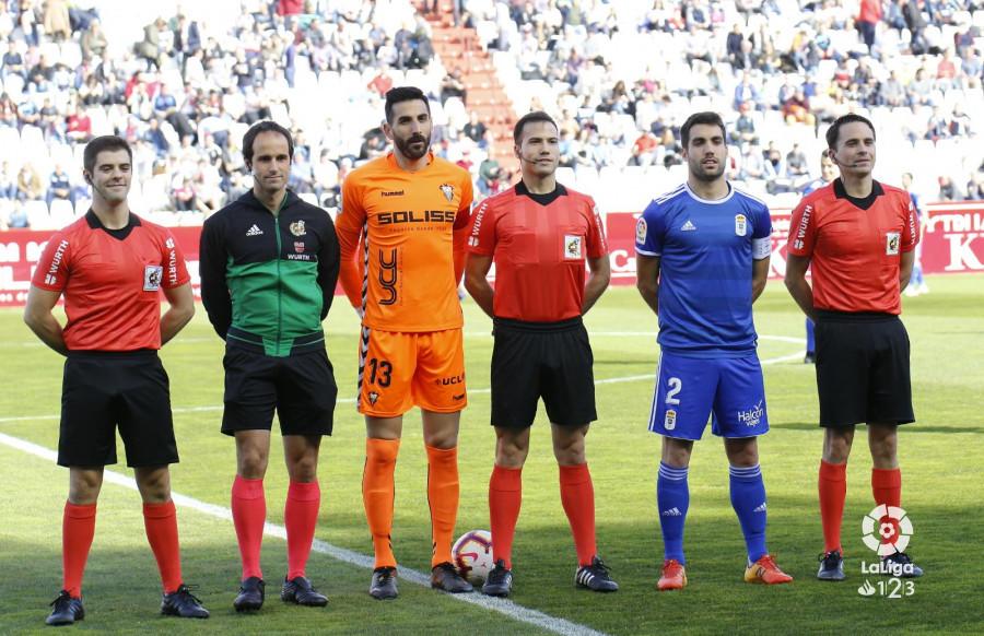 De la Fuente Ramos, junto a Diegui, en el Albacete-Real Oviedo (Foto: LaLiga).