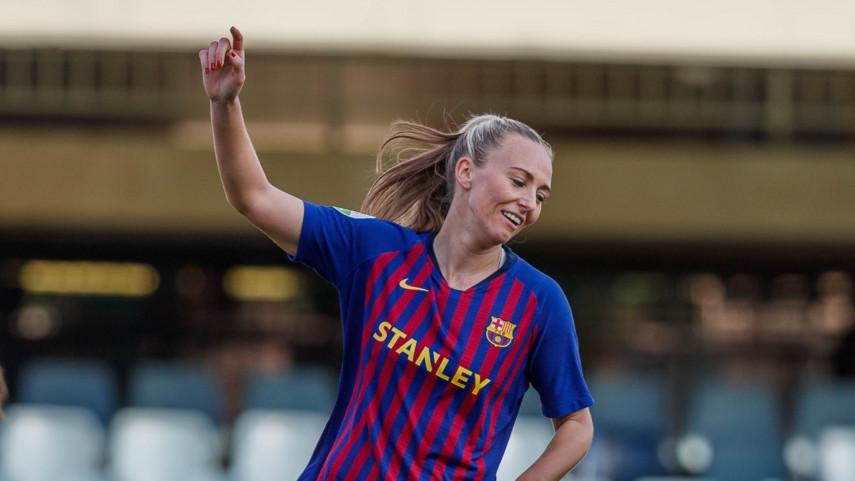 El FC Barcelona vence al VCF Femenino y mantiene el pulso por el título