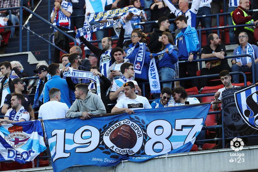 La afición del Deportivo en El Sadar (Foto: LaLiga).