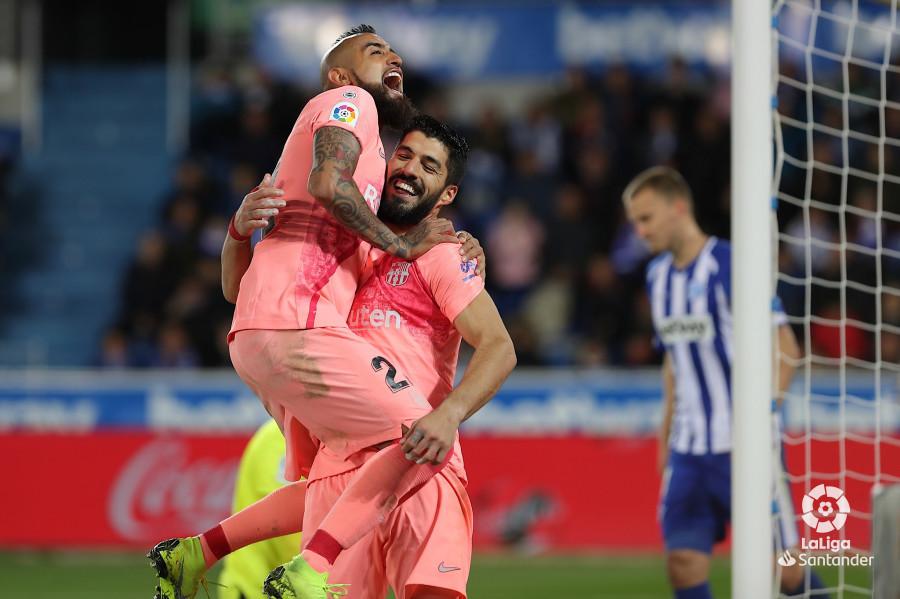 Arturo Vidal celebra con Luis Suárez el segundo gol (Foto: LaLiga).