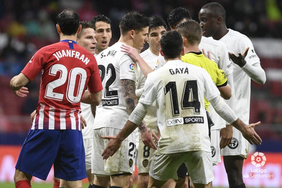 Барса еще не чемпион. Атлетико взял очки в матче с Валенсией - изображение 1