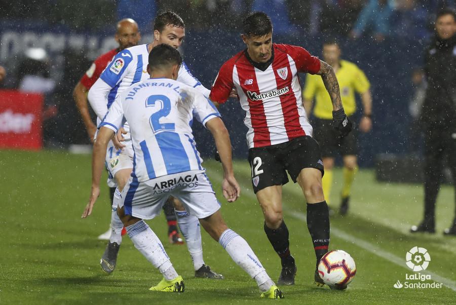 Yuri conduce el balón en el Leganés-Athletic (Foto: LaLiga).