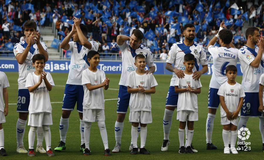 Jugadores del Tenerife antes del partido ante Las Palmas (Foto: LaLiga).