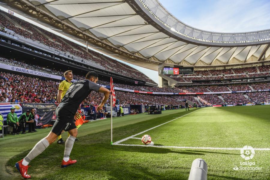 Sarabia saca un córner en el Wanda Metropolitano (Foto: LaLiga).
