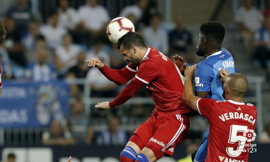 Lance del juego en el Málaga-Real Zaragoza (Foto: LaLiga).